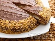Домашна шоколадова торта с блат от орехи, какао и сметана, крем от банани и заквасена сметана и шоколадова глазура